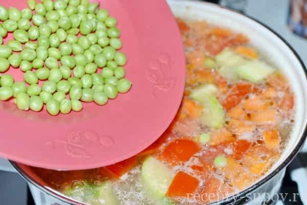Кабачковый суп-пюре с зеленым горошком