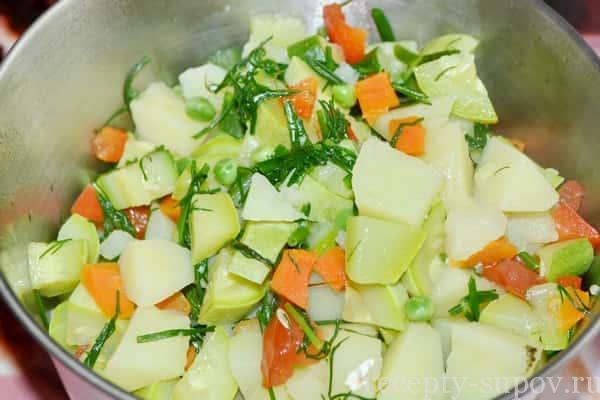 Суп-пюре из кабачков с картофелем и зеленым горошком